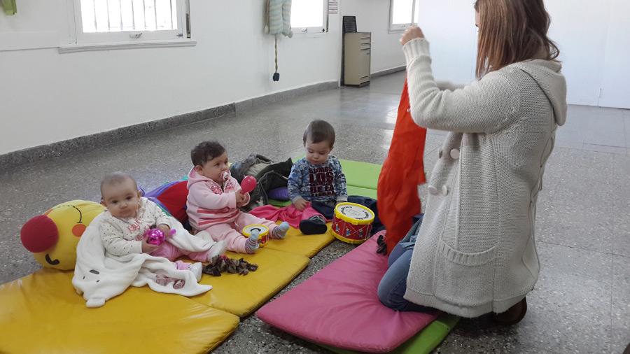 Sala de beb s for Actividades para jardin maternal sala de 2